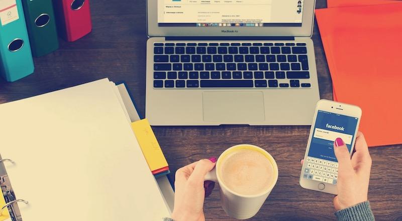 menggunakan media sosial mengganggu fokus penulisan